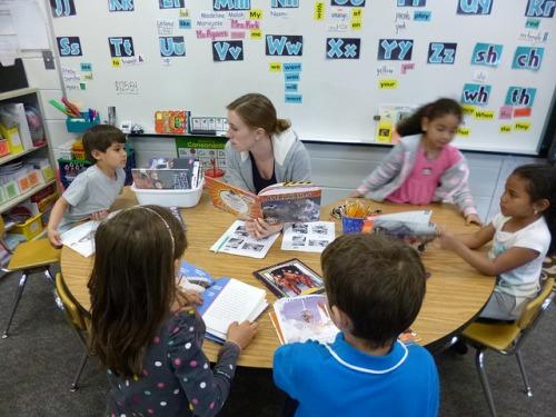 Maestra y estudiantes-Laurie Sullivan